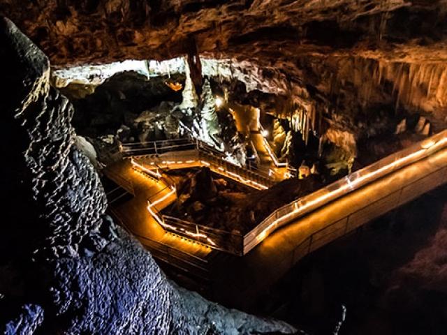 Uzun yürüyüş yoluyla Oylat Mağarası