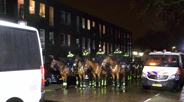 """Hollandada cami önünde """"İslam karşıtı"""" gösteri"""