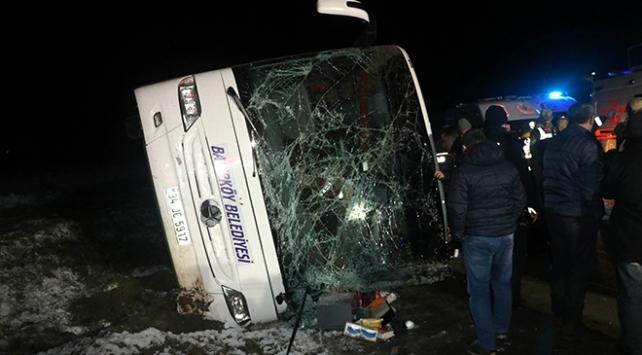 Amasyada yolcu otobüsü devrildi: 2 ölü, 35 yaralı