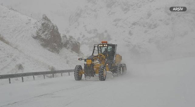 Kar ve tipi nedeniyle 90 kara yolu ulaşıma kapalı